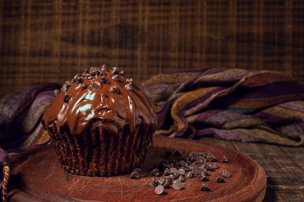 Délicieux muffin close-up avec pépites de chocolat