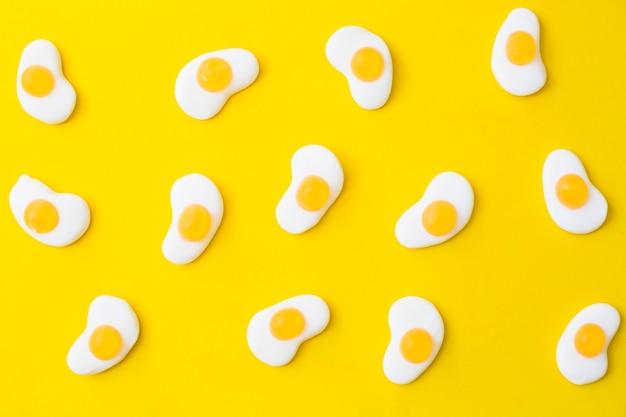 Délicieux œufs frits à la gelée