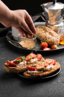 Délicieux pain aux fraises et au miel