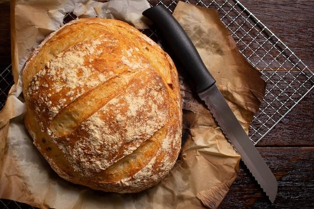 Délicieux pain italien sur table en bois. concept rustique.