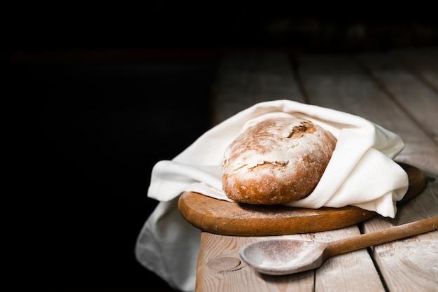 Délicieux pain maison sur une table