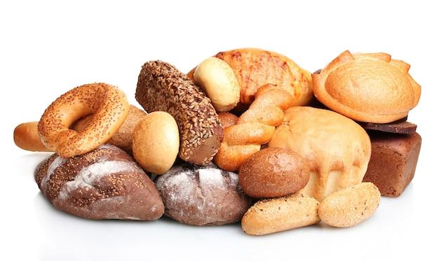 Délicieux pains et petits pains sur blanc