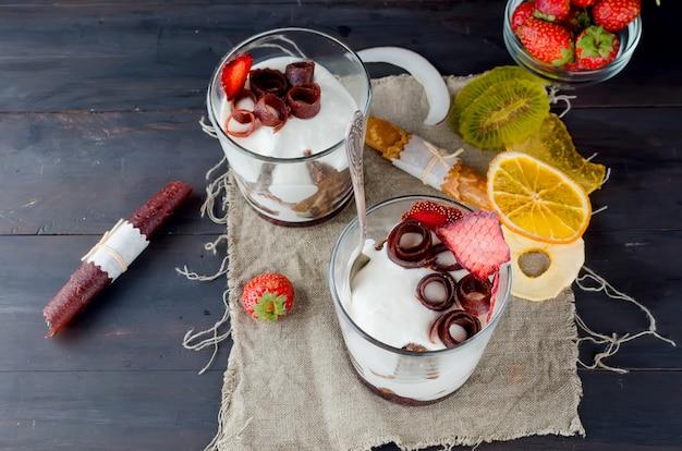 Délicieux petit dessert dans un verre