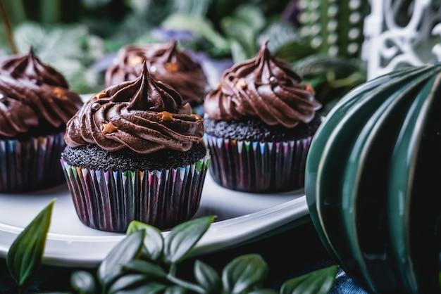 Délicieux petit gâteau au chocolat fait maison.