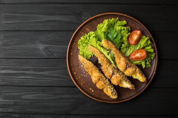 Délicieux poisson au four sur plaque