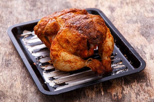 Délicieux poulet sur la table