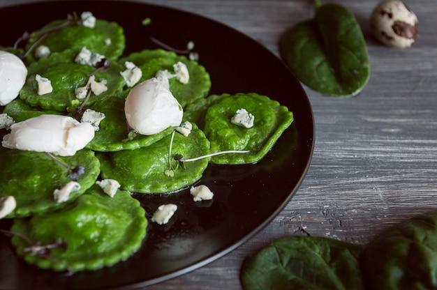 Délicieux raviolis verts
