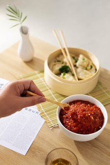 Délicieux repas avec composition de sambal