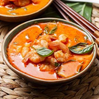 Délicieux repas de crevettes à angle élevé