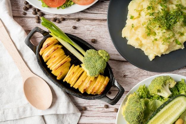 Délicieux repas avec des plats de pommes de terre