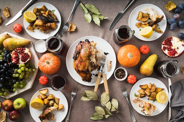 Délicieux repas de thanksgiving à plat