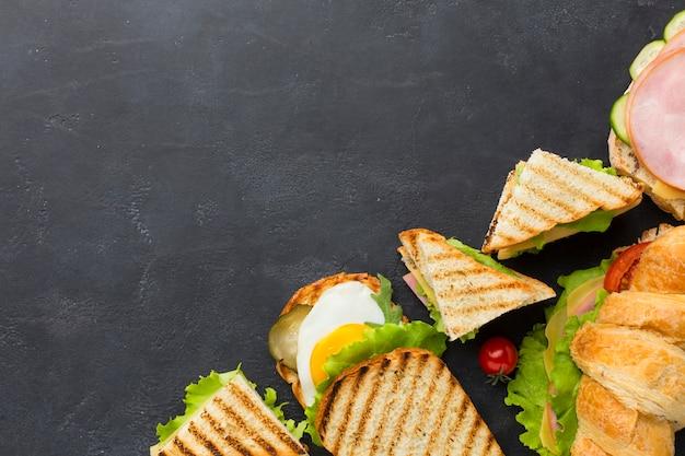 Délicieux sandwichs club copie espace