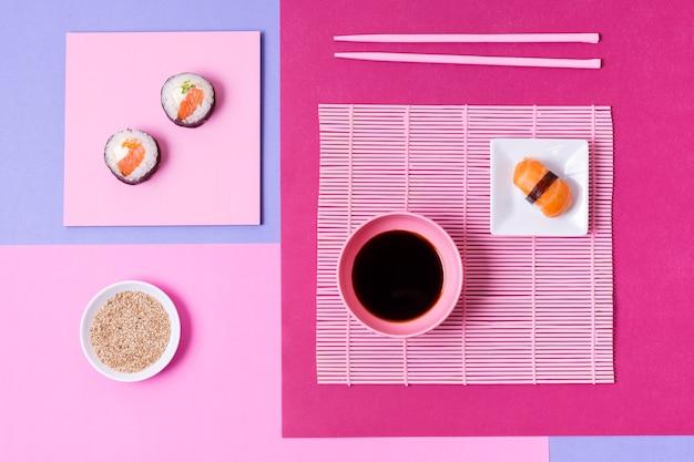 Délicieux sushis à la sauce soja