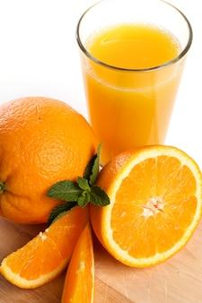 Délicieux verre de jus d'orange