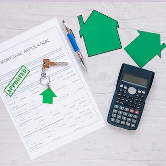 Demande de crédit approuvée sur la table d'appoint