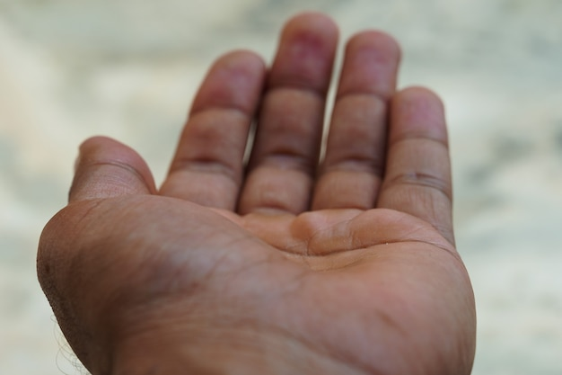 Demander de l'argent main mendiant main