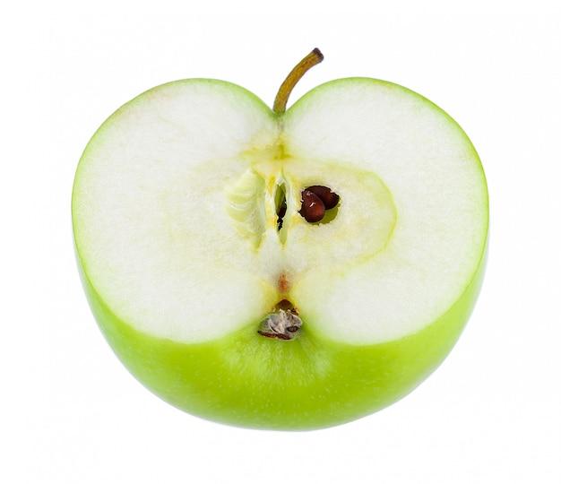 Demi pomme verte sur mur blanc