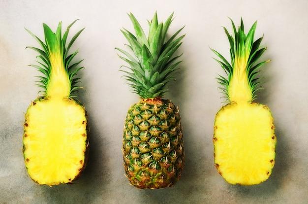 Demi tranche d'ananas frais et fruit entier gris