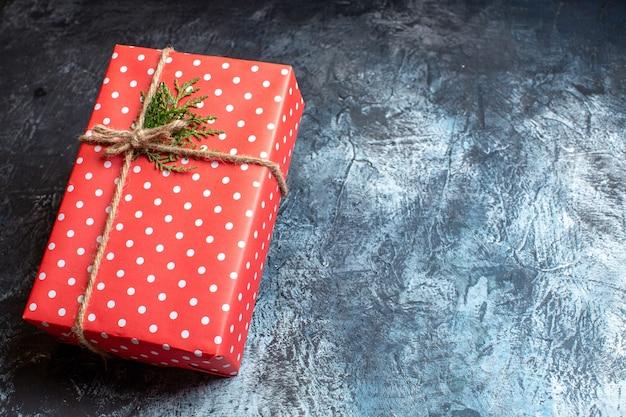 Demi-vue de dessus des cadeaux de noël