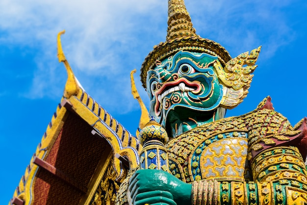 Demon guardian au grand palais de bangkok.