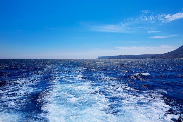 Denia san antonio cap à alicante sillage de bateau