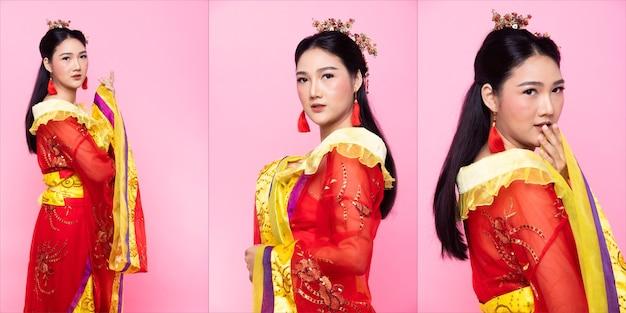 Dentelle d'or rouge d'opéra de costume traditionnel chinois ou robe rougeâtre d'asie du sud-est en femme asiatique avec portrait de décoration dans de nombreuses poses sous éclairage de studio fond rose, pack de groupe de collage