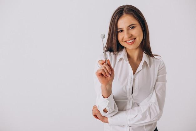 Dentiste femme avec des outils de dentisterie isolé