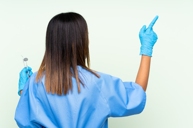 Dentiste, femme, pointage, quelque chose