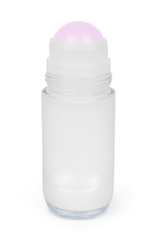 Déodorant avec tasse isolé sur fond blanc