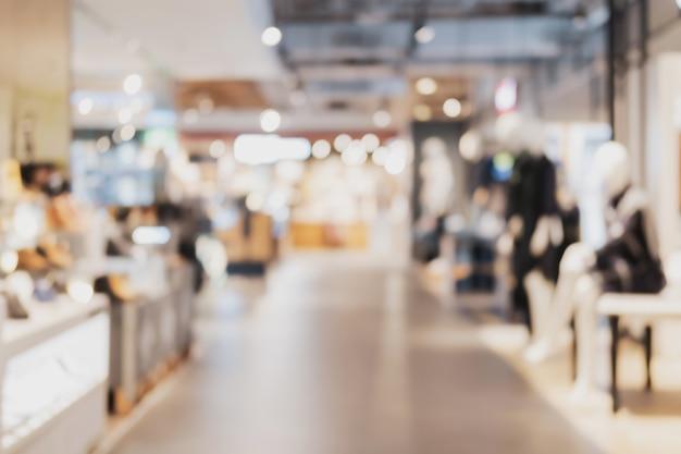 Département des cosmétiques floue au centre commercial