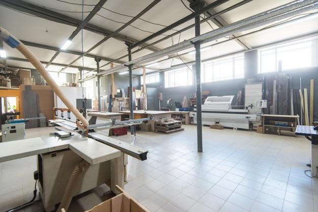 Département de production dans une usine de meubles
