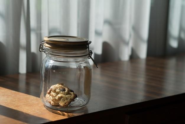 Le dernier cookie dans le bocal en verre laissé dans la maison.