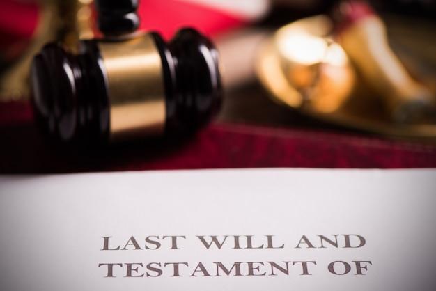 Dernier testament et document sur le bureau