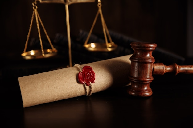 Dernière volonté et testament avec document de marteau de juge en bois.