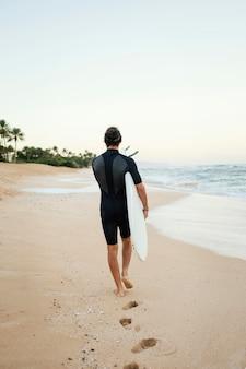 De derrière, surfeur, homme, extérieur