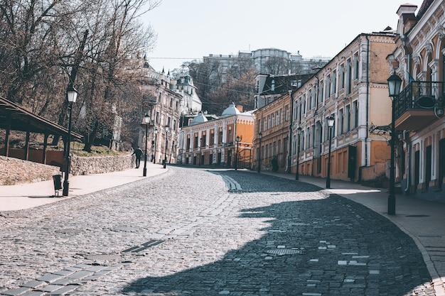 Descente andreevsky de la rue centrale vide