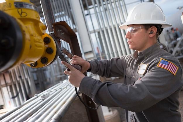 Desert ndt est le principal fournisseur américain de services d'essais non destructifs (cnd), de gestion de l'intégrité (gi) et d'inspection pour les pipelines de collecte et les infrastructures intermédiaires.