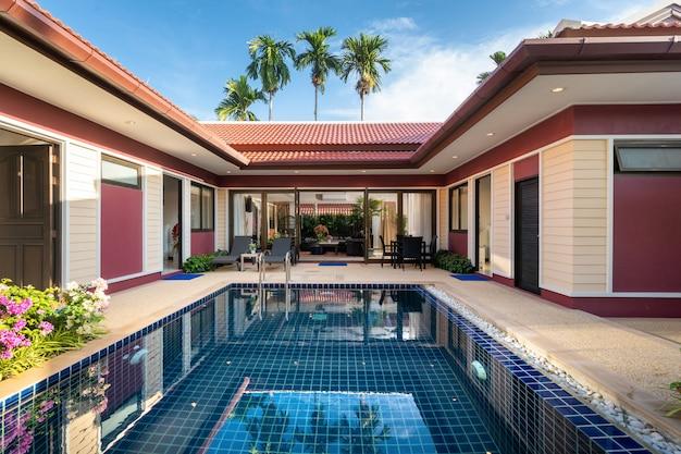 Design extérieur de villa de luxe avec piscine