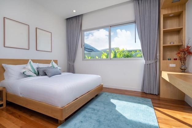Design d'intérieur de chambre à coucher dans un appartement de villa de luxe avec lit