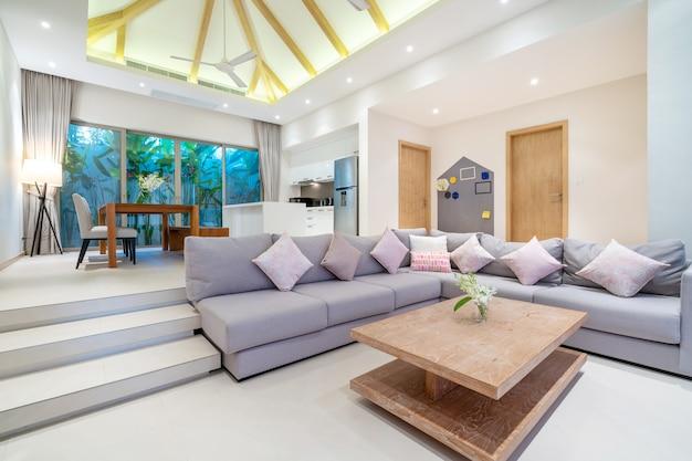 Design d'intérieur dans le salon avec cuisine ouverte
