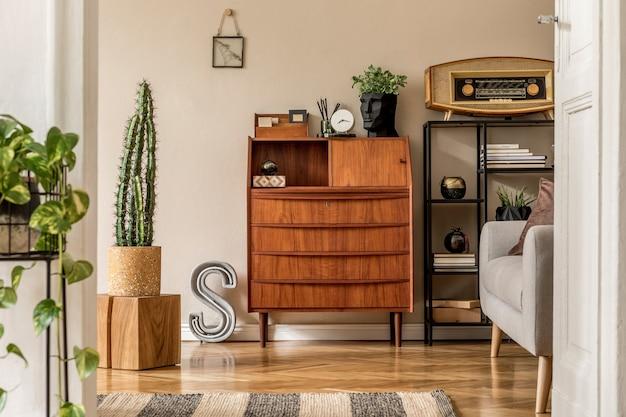 Design d'intérieur élégant et vintage avec modèle d'armoire rétro en bois décor à la maison vintage moderne