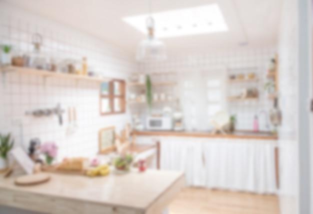 Design d'intérieur flou pour la publicité, cuisine classique scandinave minimaliste avec des détails en bois et blancs, cuisine moderne avec lumière bokeh.