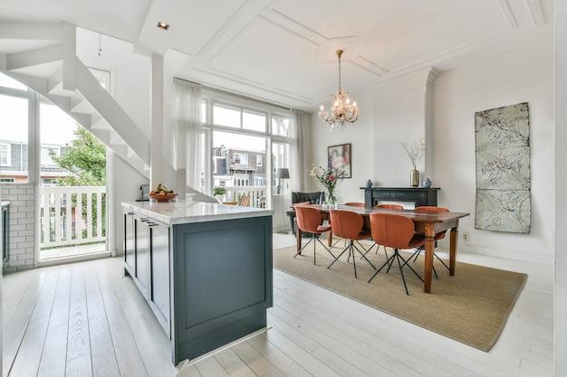 Design d'intérieur de salle à manger luxueux et magnifique