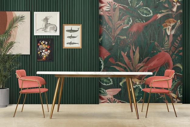Design d'intérieur de salle à manger tropicale authentique avec mur de galerie