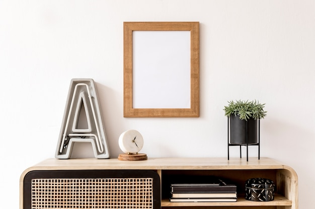 Design d'intérieur de salon avec commode élégante et cadre d'affiche maquette sur le mur template