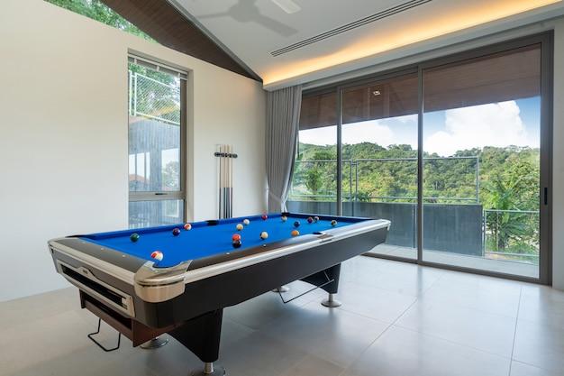 Design d'intérieur de table de billard dans la villa