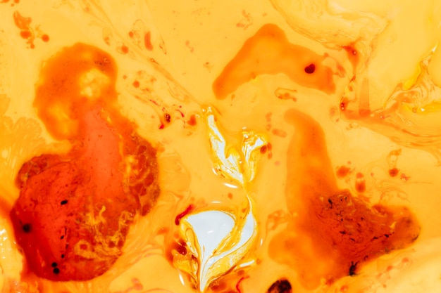 Design irréel orange avec des formes et des points