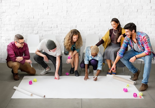 Design students team designing concept de démarrage