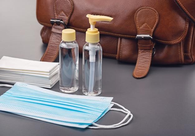 Désinfectants, antiseptiques et autres équipements de protection, emportez avec vous dans votre sac en cas d'épidémie.