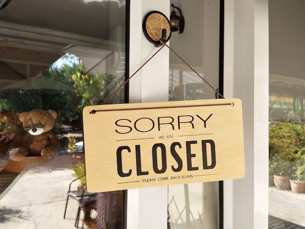 Désolé, nous sommes fermés signe avec texte